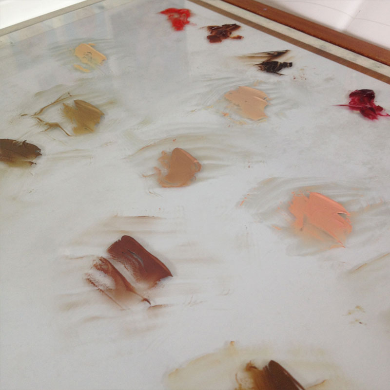 Mixing flesh tones in oil paint on glass palette